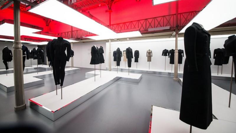 Paris Honors Azzedine Alaïa With a Plaque and an Exhibition 6