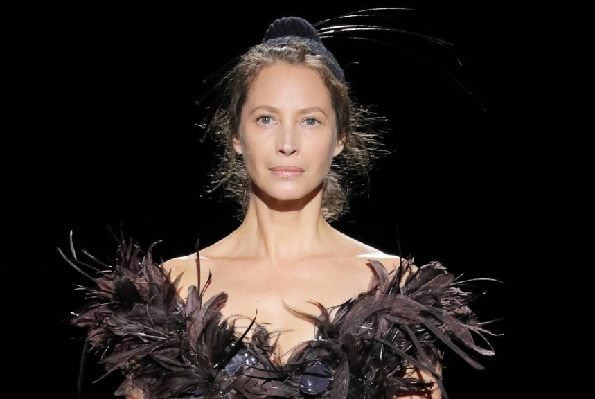 After 25 Years, Christy Turlington Returns to Marc Jacobs 2019 Runway - Featured Image
