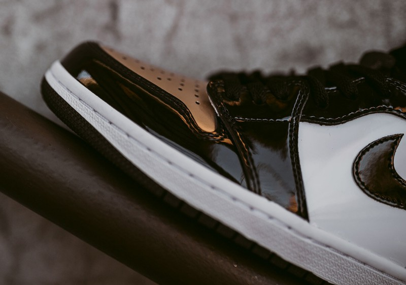 Air Jordan 1 High OG Gold Toe 4