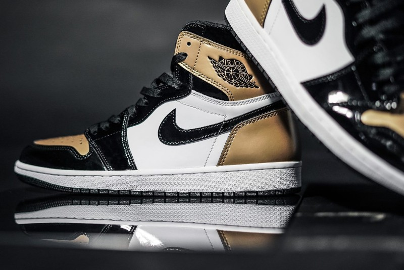 Air Jordan 1 High OG Gold Toe 5