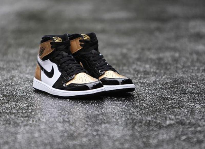 Air Jordan 1 High OG Gold Toe 9