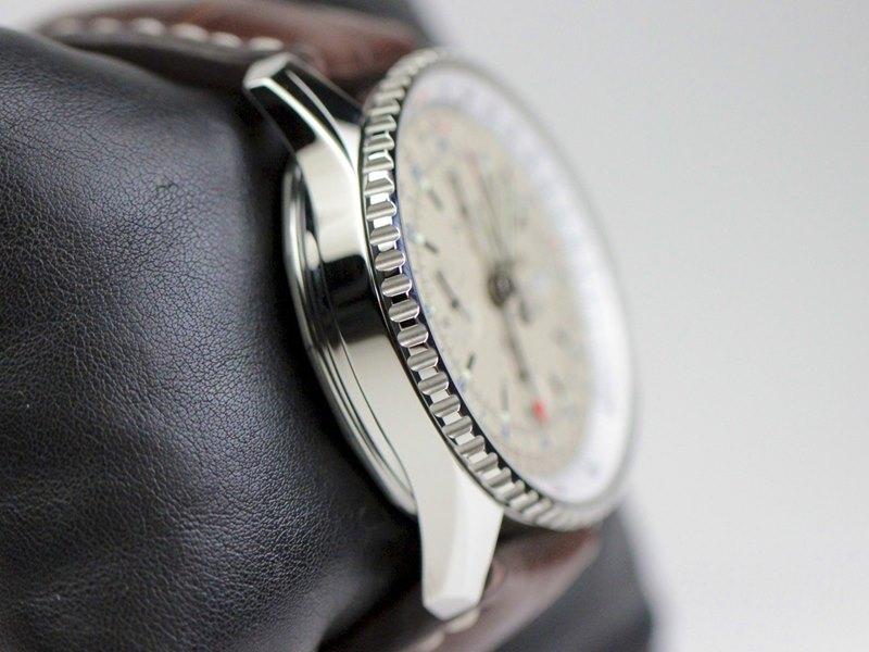 Breitling Navitimer World Men's A2432212-G571-756P Watch - Case Side