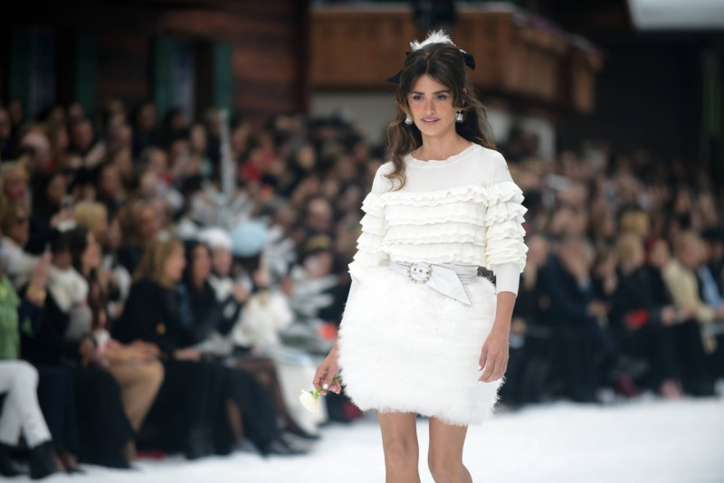 Penelope Cruz Takes Her First Runway Walk on Chanel's Farewell Show For Karl Lagerfeld 1