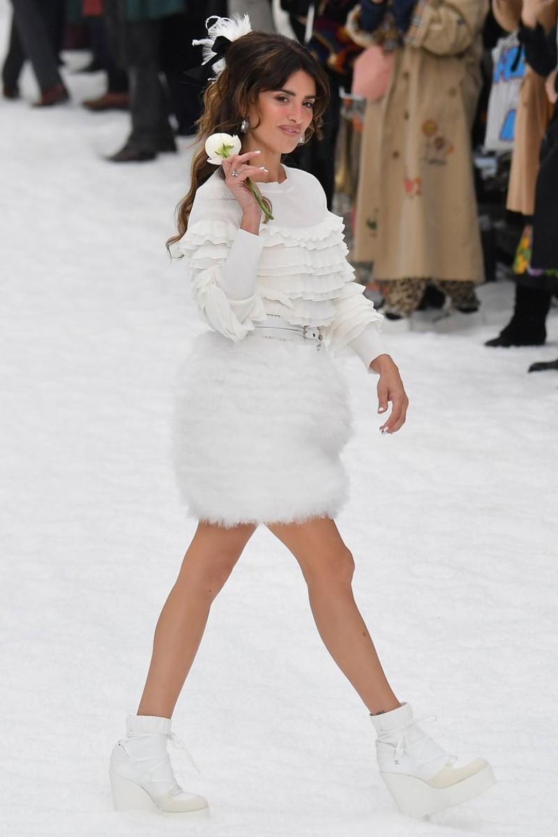Penelope Cruz Takes Her First Runway Walk on Chanel's Farewell Show For Karl Lagerfeld 3