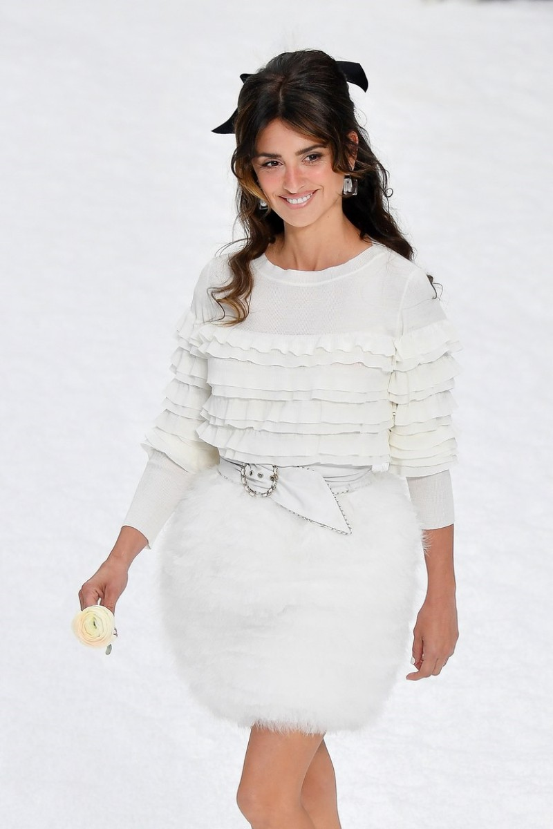 Penelope Cruz Takes Her First Runway Walk on Chanel's Farewell Show For Karl Lagerfeld 4