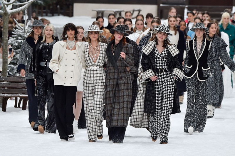 Penelope Cruz Takes Her First Runway Walk on Chanel's Farewell Show For Karl Lagerfeld 8