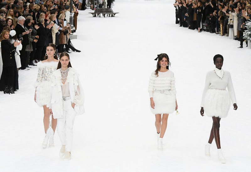 Penelope Cruz Takes Her First Runway Walk on Chanel's Farewell Show For Karl Lagerfeld 9