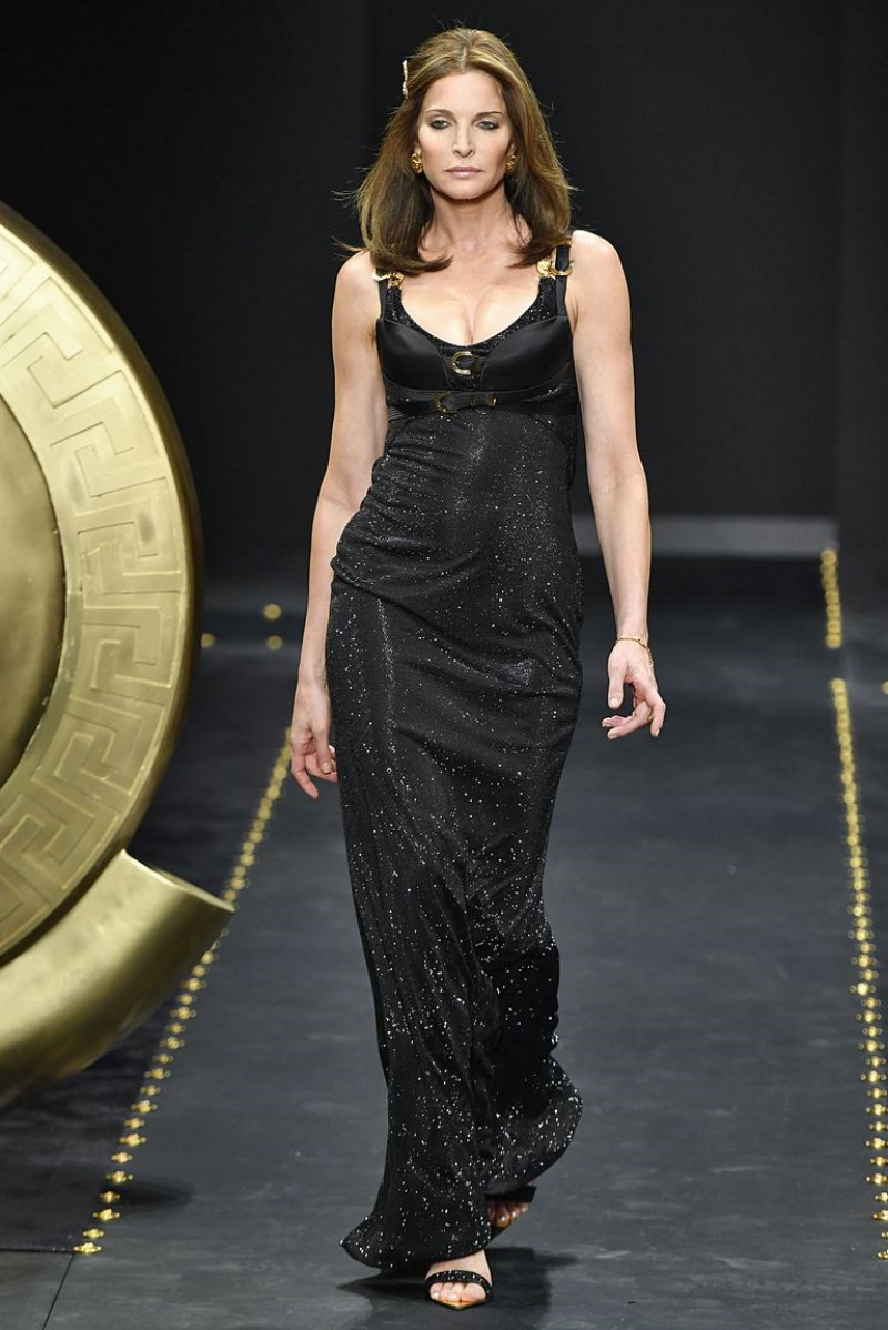 Supermodel Stephanie Seymour Surprises Crowd at Versace's AW19 Fashion Show 1