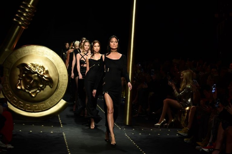 Supermodel Stephanie Seymour Surprises Crowd at Versace's AW19 Fashion Show 5