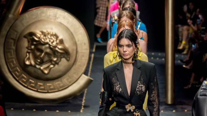 Supermodel Stephanie Seymour Surprises Crowd at Versace's AW19 Fashion Show 9