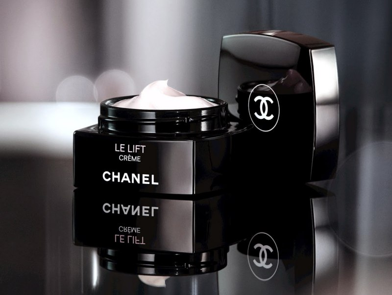 Chanel LE LIFT Firming Anti-Wrinkle Eye Cream 1