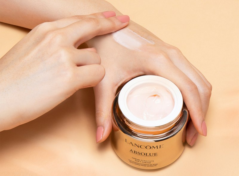 Lancome Absolue Revitalizing & Brightening Soft Cream 1