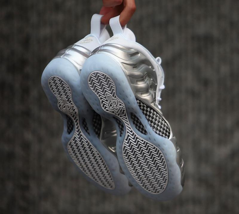 Nike-Wmns-Air-Foamposite-One-Chrome-10